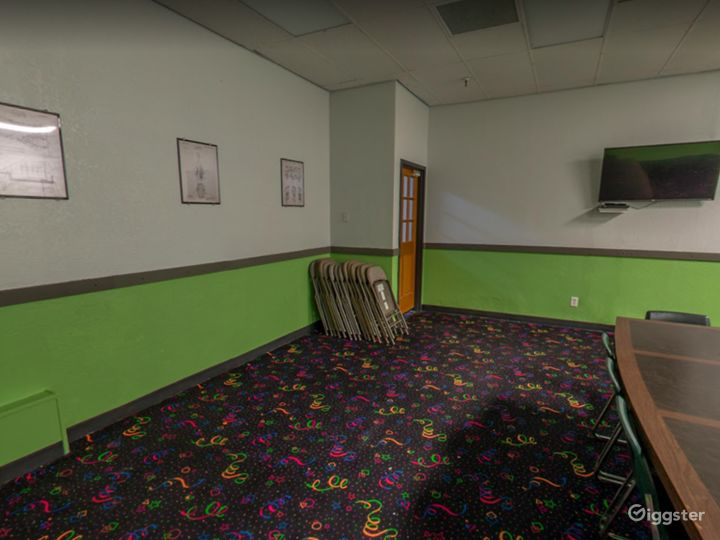 Comfortable Meeting Space for Small Events Photo 3