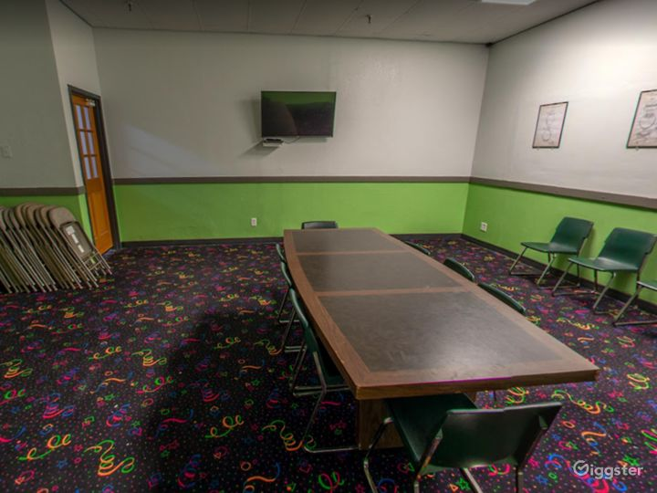 Comfortable Meeting Space for Small Events Photo 2