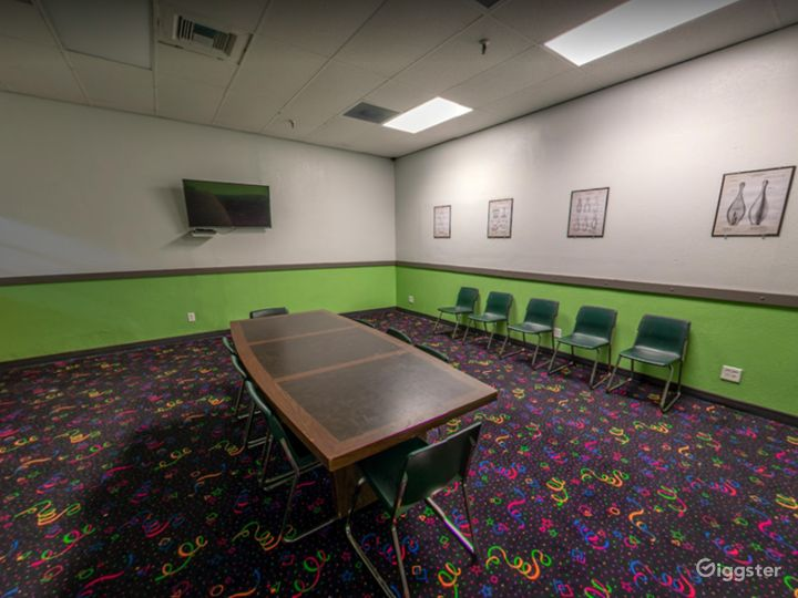 Comfortable Meeting Space for Small Events Photo 5