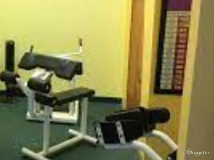 Spacious Fitness Gym in Phoenix Photo 4