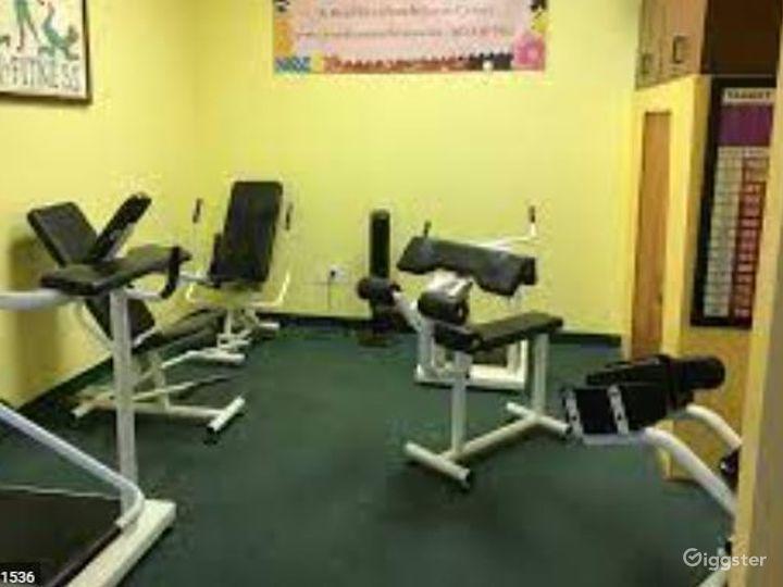 Spacious Fitness Gym in Phoenix Photo 3