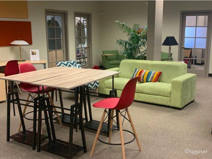Contemporary Co-Working Wifi Lounge in Albuquerque Photo 2