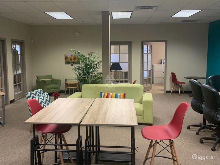 Contemporary Co-Working Wifi Lounge in Albuquerque Photo 3