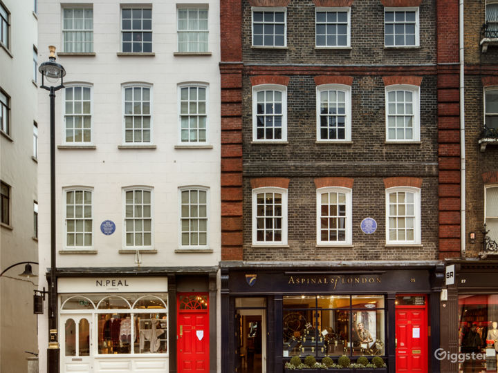 The exterior of 23 & 25 Brook Street: the neighbouring former homes of George Frideric Handel & Jimi Hendrix.