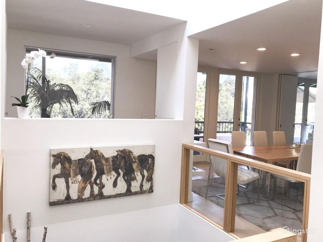 Brentwood Modern Home Overlooking the Trees Photo 2