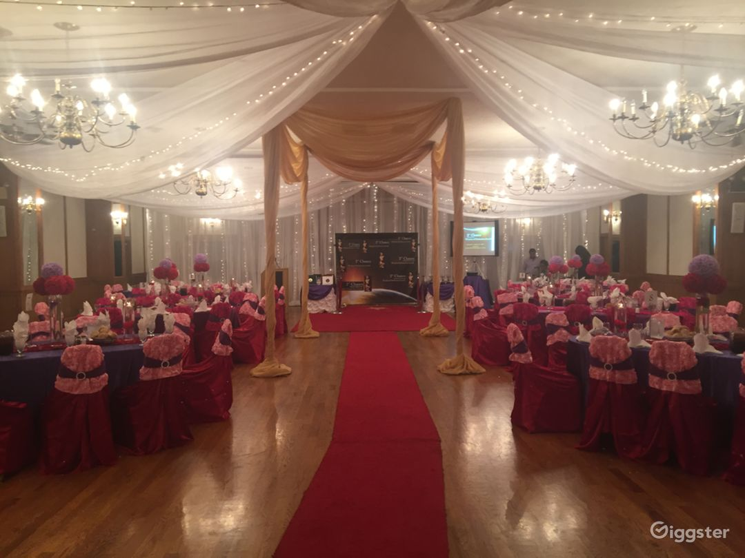 Warm and open banquet hall Photo 5