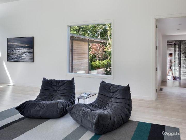 Upscale modern Hamptons home: Location 5119 Photo 3