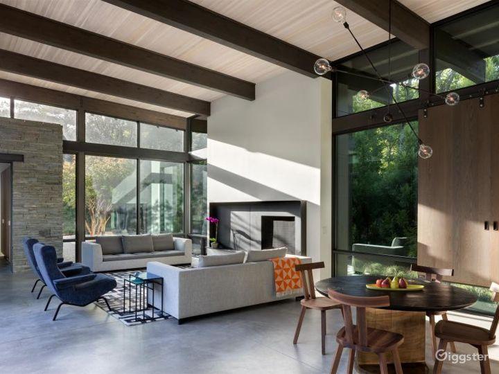 Upscale modern Hamptons home: Location 5119 Photo 4