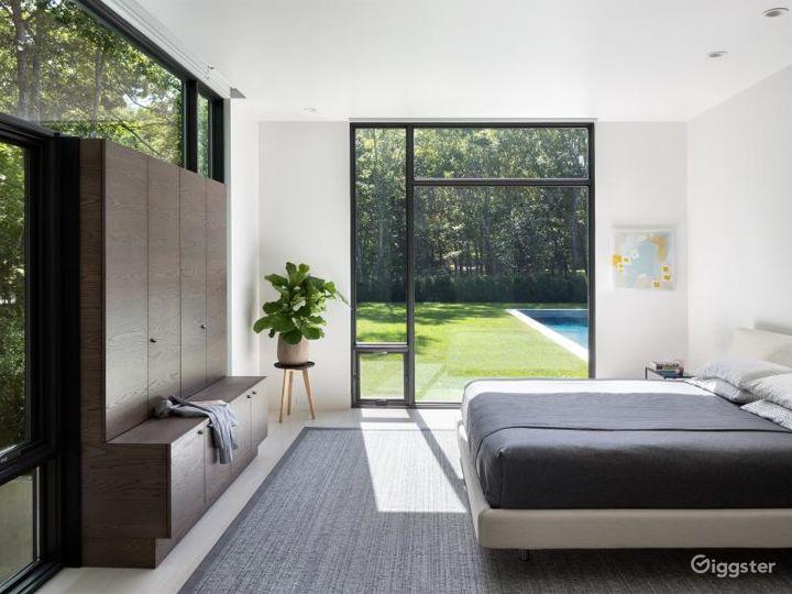 Upscale modern Hamptons home: Location 5119 Photo 2