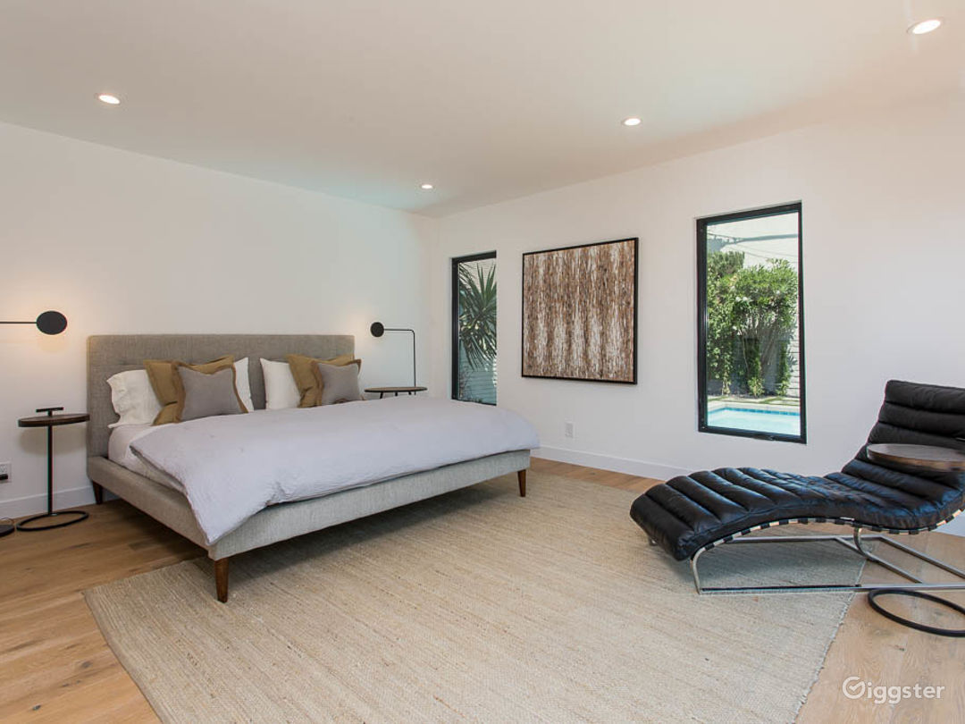 Modern bungalow with a Pool in Hollywood  Photo 5