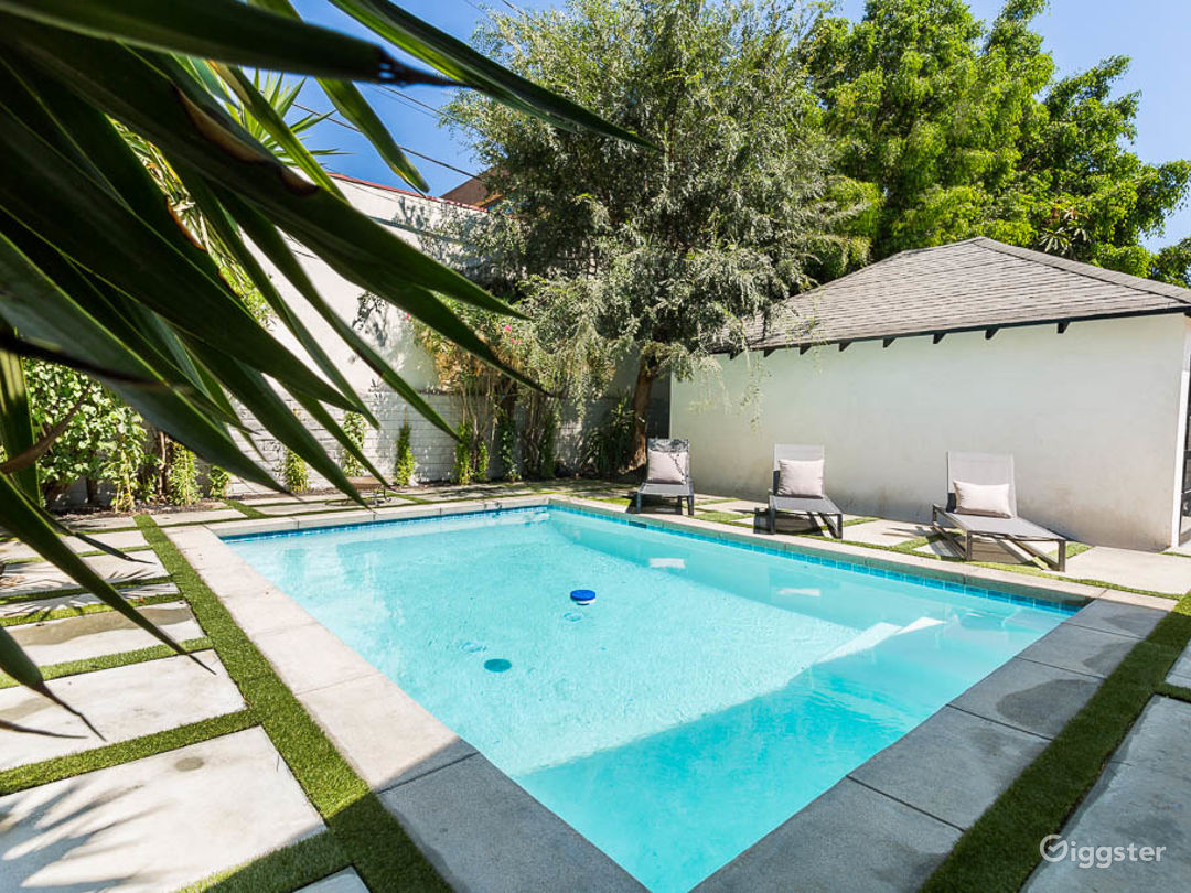 Modern bungalow with a Pool in Hollywood  Photo 2
