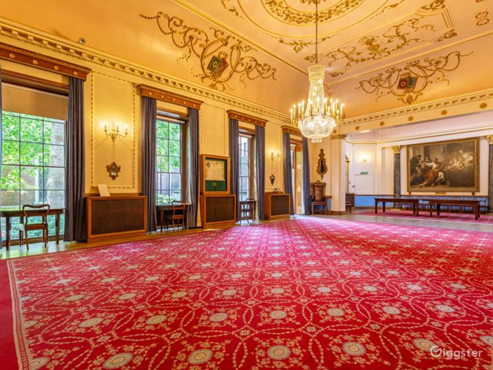 Ornately Beautiful Room in London Rococo style Photo 5