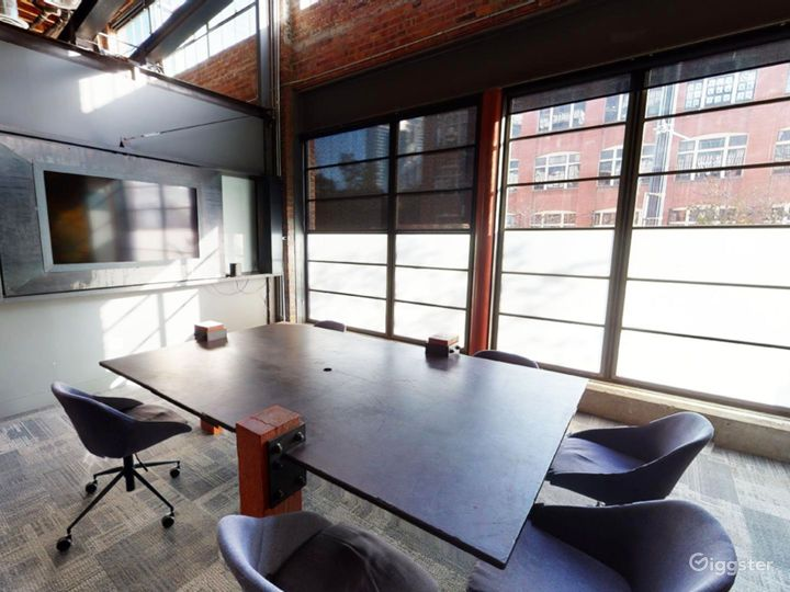 Intimate Meeting Room with Natural Lighting Photo 2