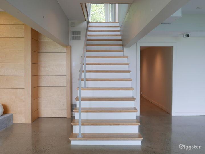 Modern/contemporary home: Location 5282 Photo 3