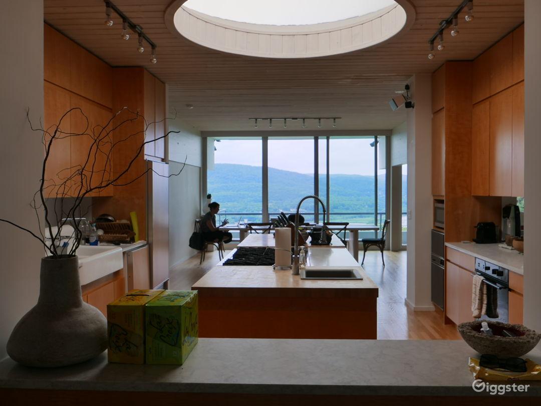Modern/contemporary home: Location 5282 Photo 1