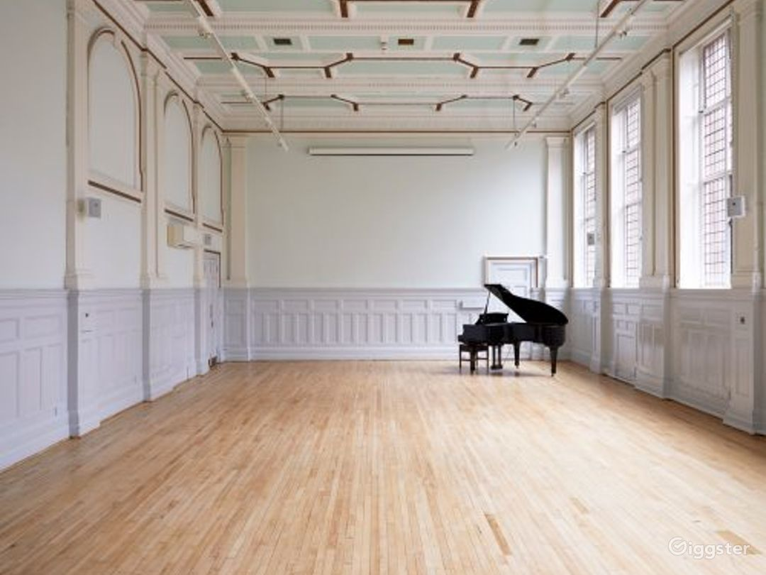 Elegant and Palatial Bridewell Hall in London Photo 1