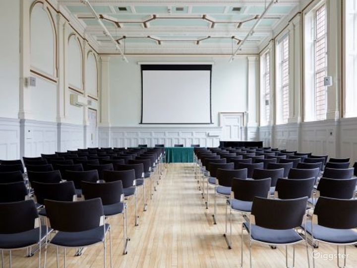 Elegant and Palatial Bridewell Hall in London Photo 2
