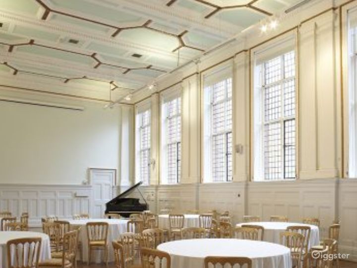 Elegant and Palatial Bridewell Hall in London Photo 3