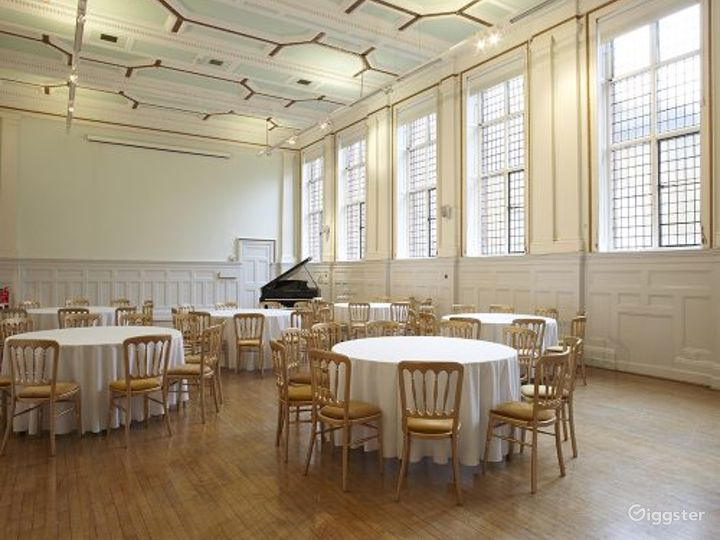 Elegant and Palatial Bridewell Hall in London Photo 4
