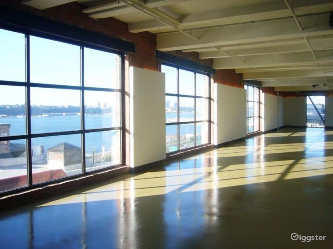 Loft space with rooftop access: Location 4256 Photo 1