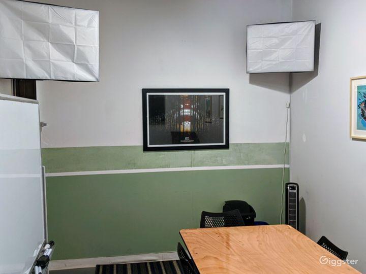 Vibrant Studio Space Photo 2