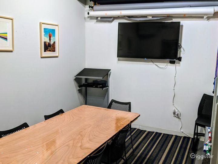 Vibrant Studio Space Photo 3