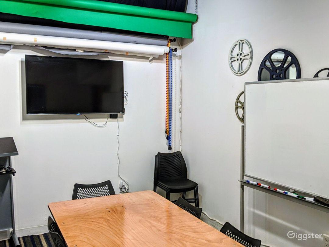 Vibrant Studio Space Photo 1