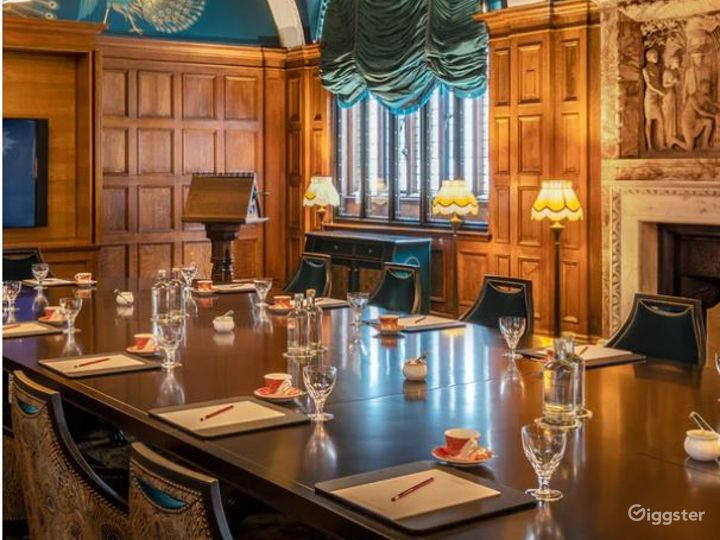 The Committee Boardroom with Lalique Bird Lights Photo 3
