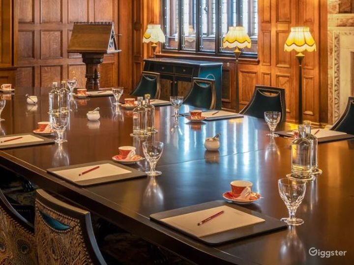 The Committee Boardroom with Lalique Bird Lights Photo 5