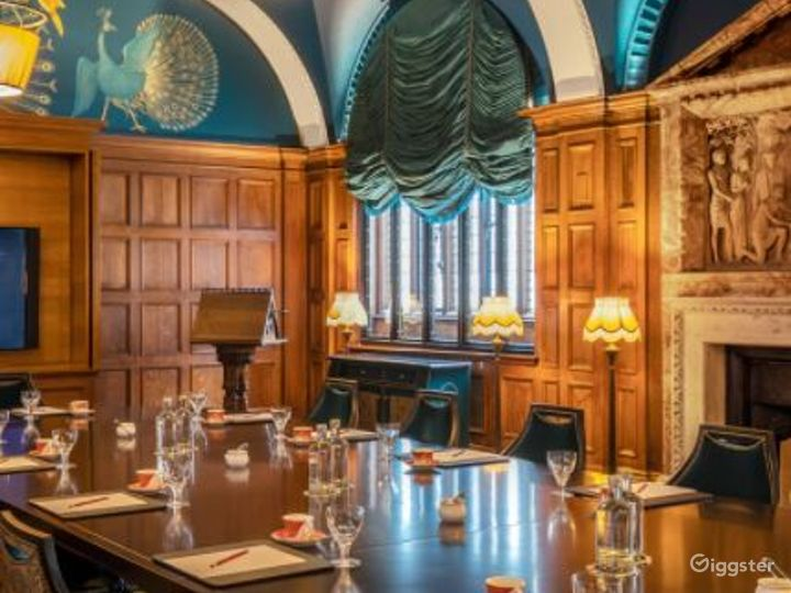 The Committee Boardroom with Lalique Bird Lights Photo 2