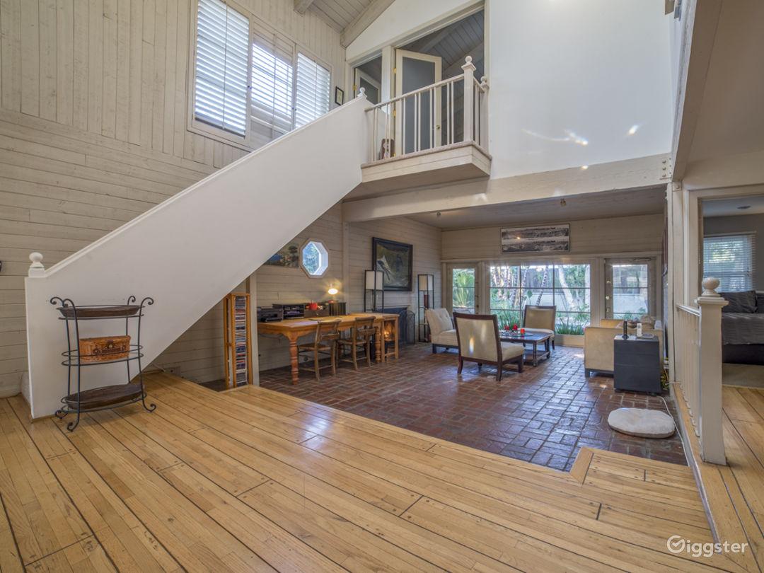 Spacious Home: High Ceilings, Marbled Bathroom Photo 1