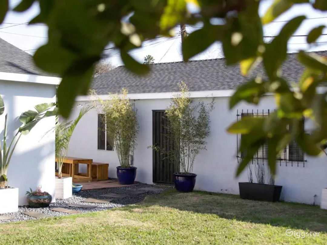 Quiet yard and garden oasis that leads to your private guest house
