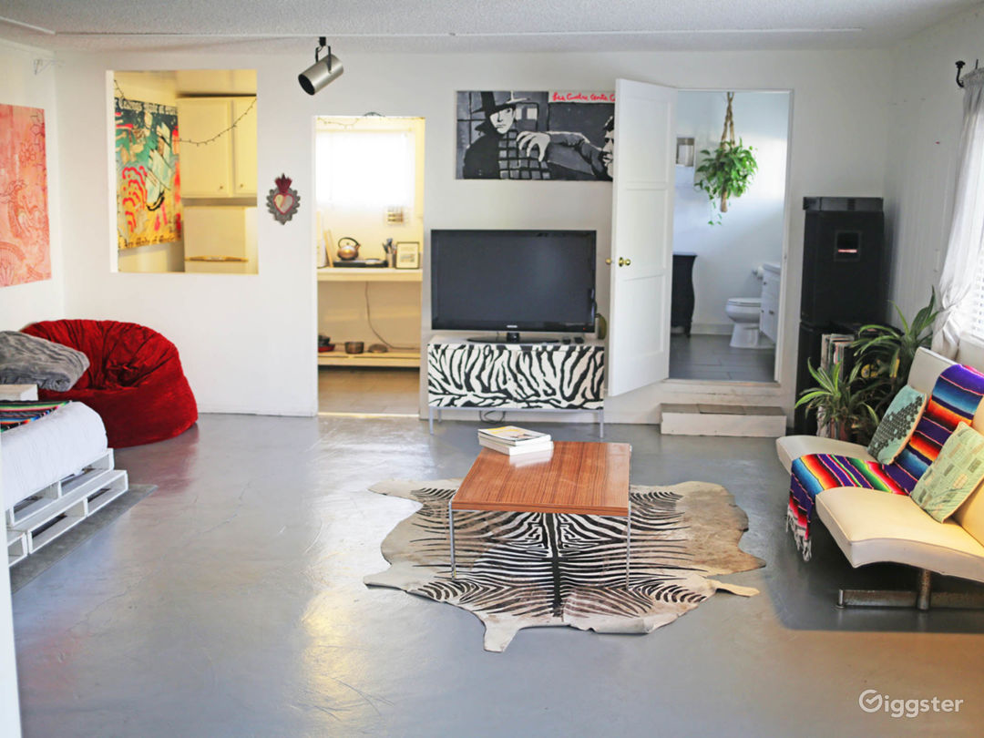 Funky 1000sq foot artist loft with unique art and decor