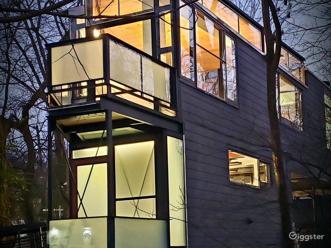 Urban Glass Tree House in Midtown Photo 2