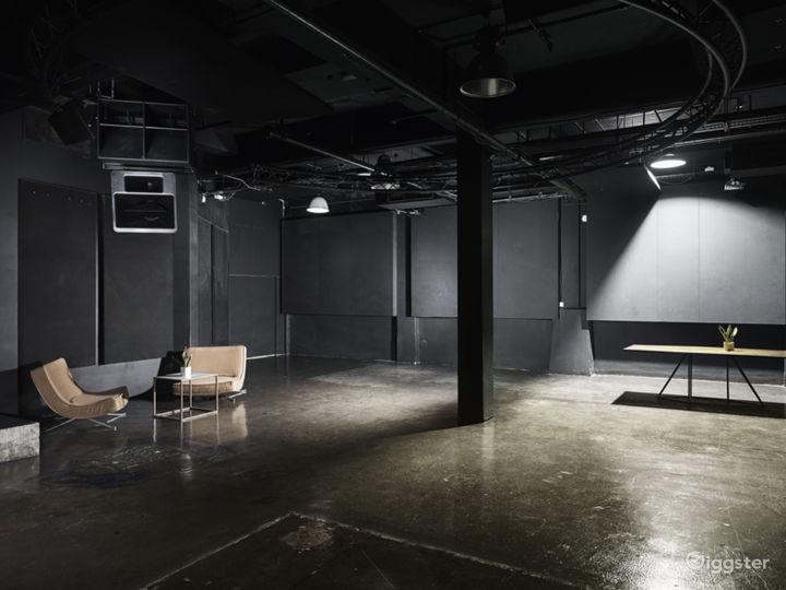Elegant Black Studio in London Photo 2