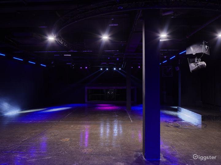 Elegant Black Studio in London Photo 3