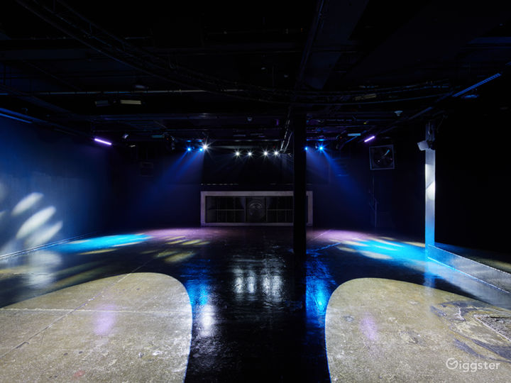 Elegant Black Studio in London Photo 4