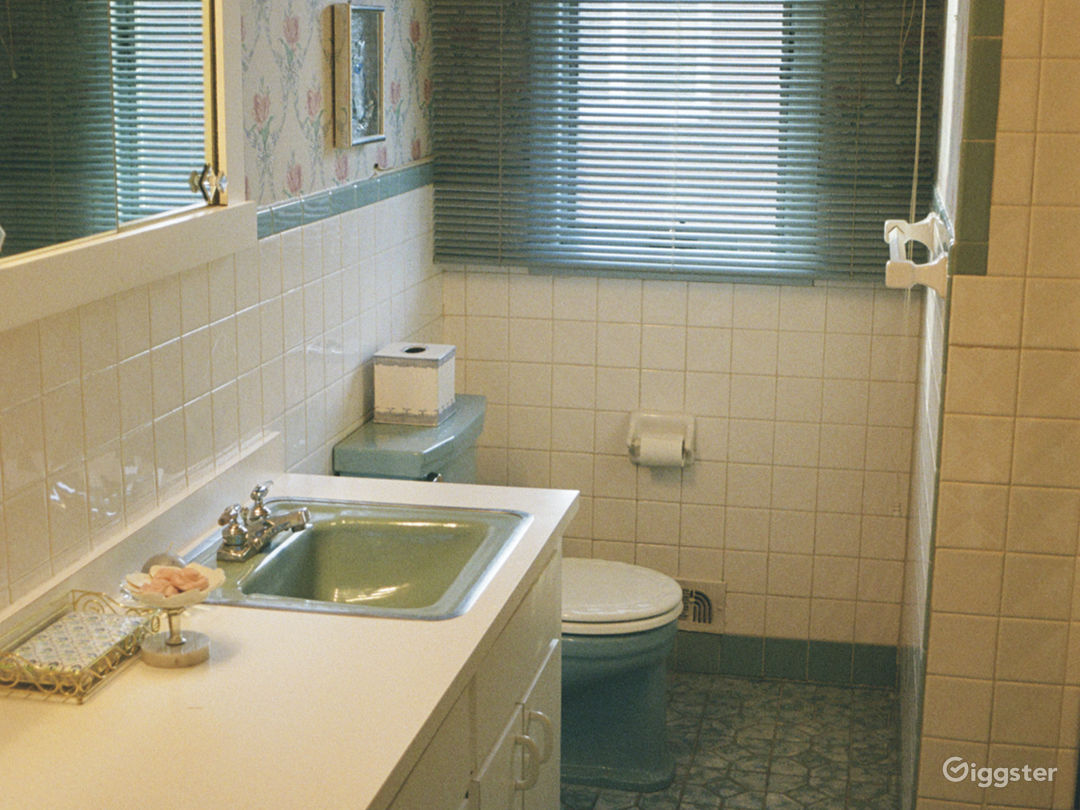 Unrenovated 70s Home- Wallpaper, Carpet & Paneling Photo 3