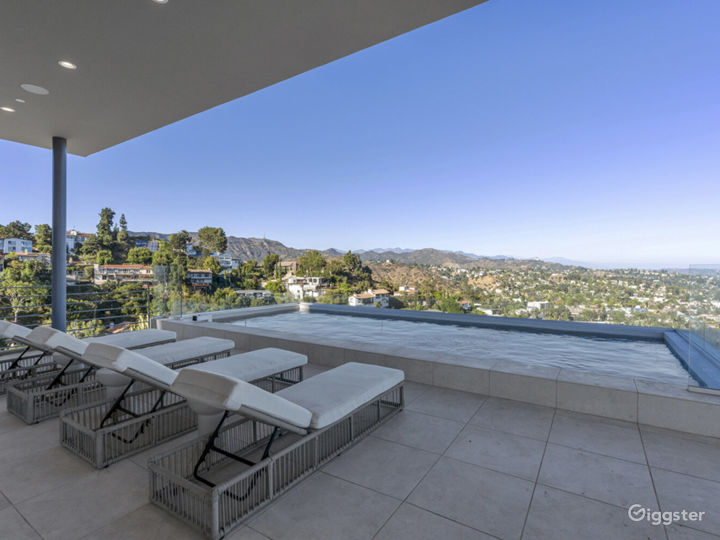 Hollywood Hills Home with Panoramic View Photo 2