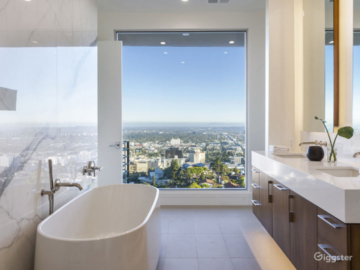 Hollywood Hills Home with Panoramic View Photo 4