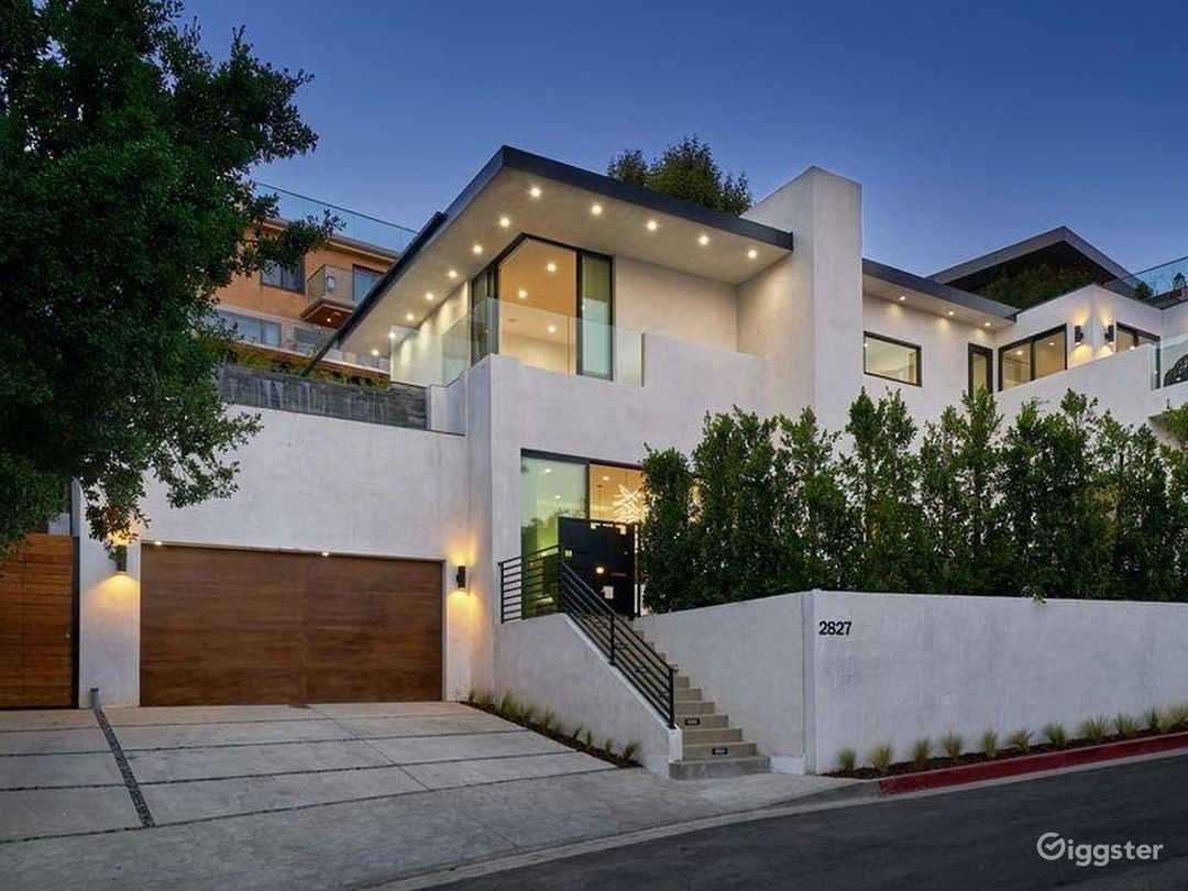 Hollywood Heights Estate Photo 1