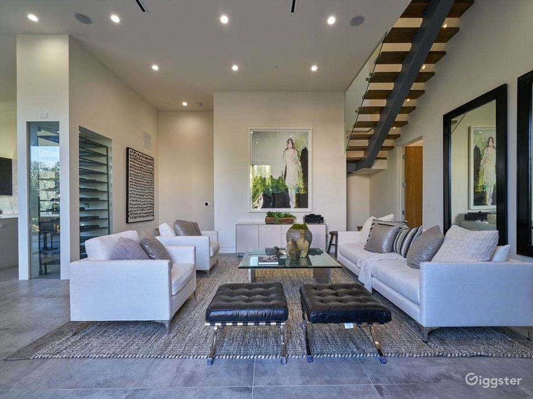 Hollywood Heights Estate Photo 4