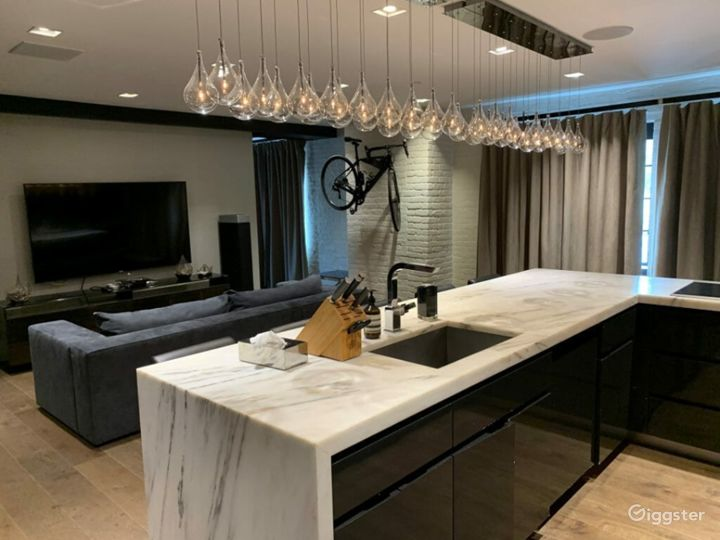 Bright Designer Loft with Staging Kitchen in LES Photo 2