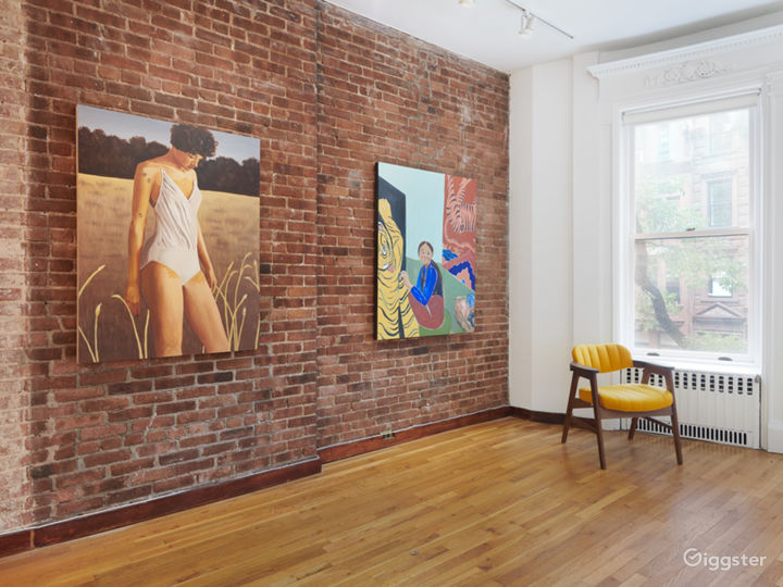 Intimate Contemporary Art Gallery Event Space Photo 5