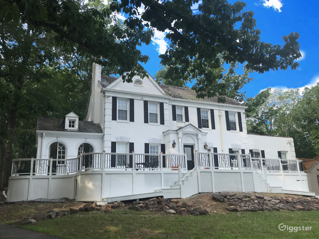 Front View of the Hardaway Cottage Estate