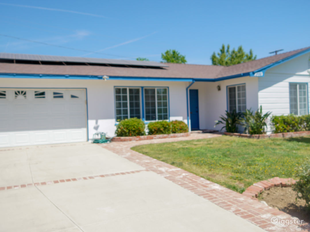 Beautiful single Family Home with a Pool available Photo 4