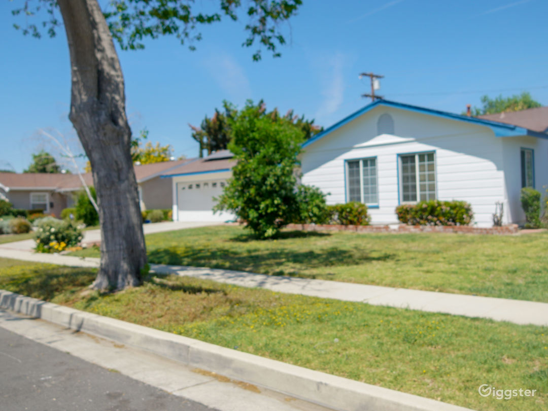 Beautiful single Family Home with a Pool available Photo 3
