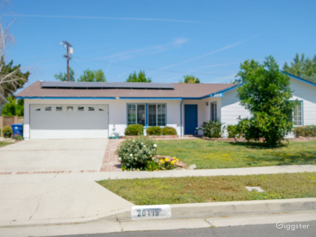 Beautiful single Family Home with a Pool available Photo 2