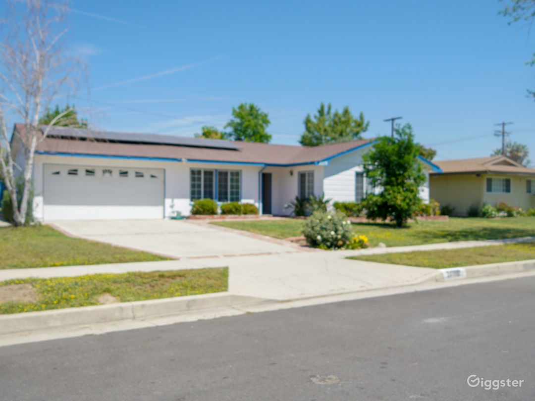 Beautiful single Family Home with a Pool available Photo 1