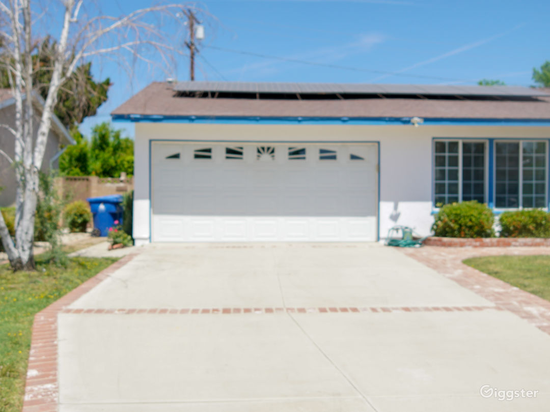 Beautiful single Family Home with a Pool available Photo 5